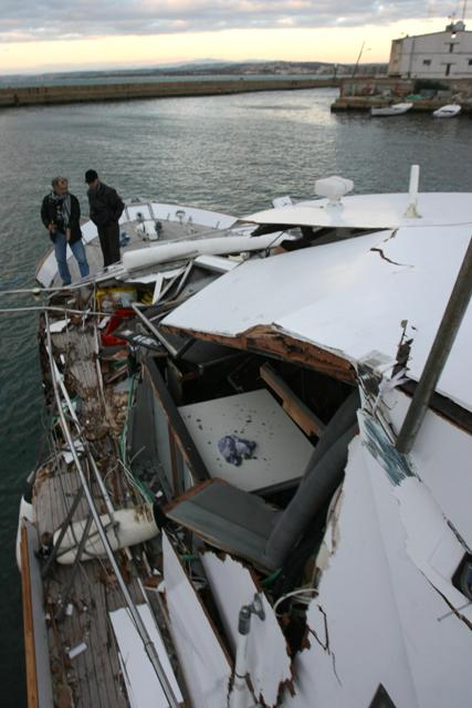 The DIGNITY, damage after being rammed (January 2009)